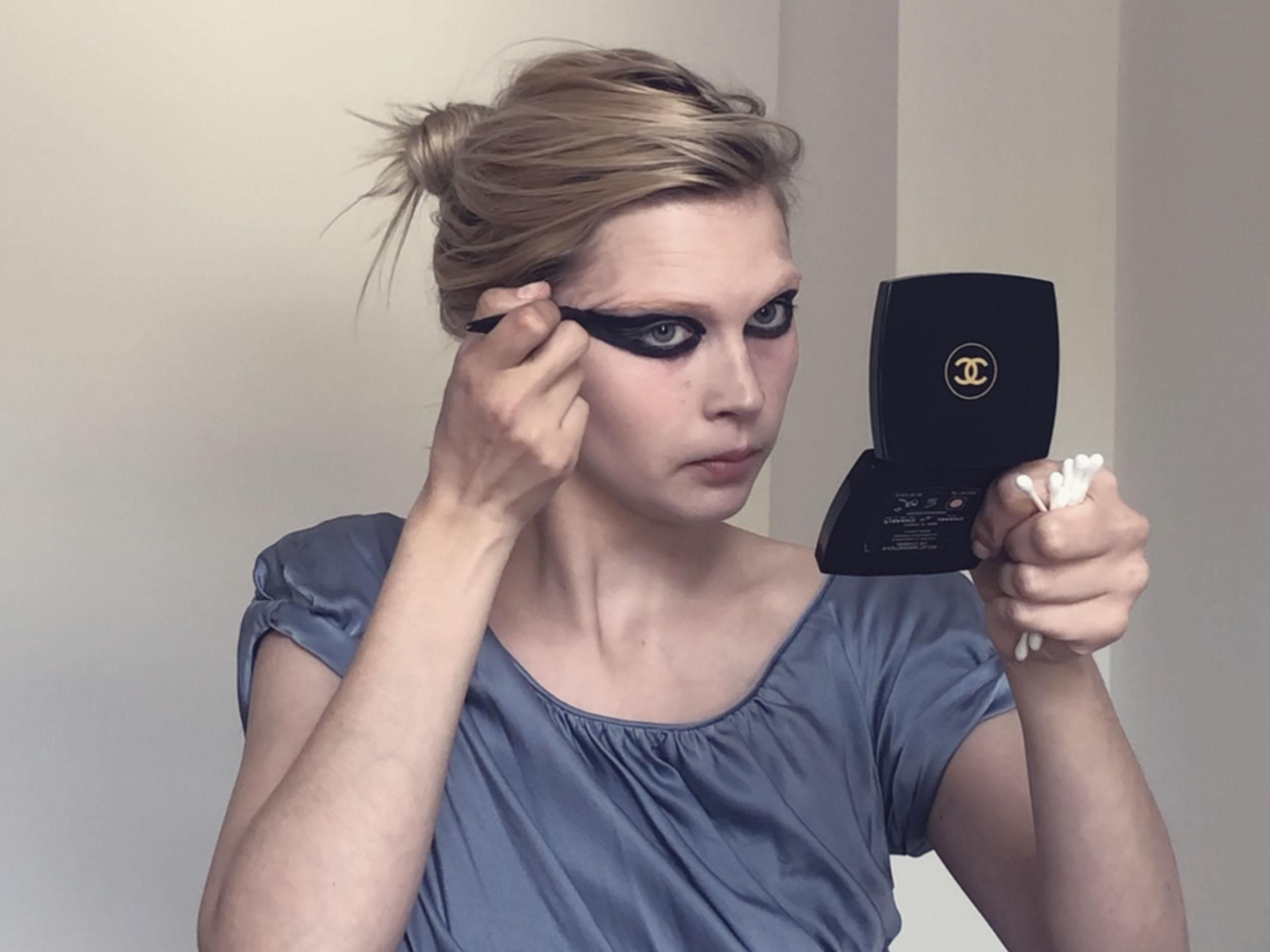 Jana Julius's beauty tutorial is '70s fetish shop perfection